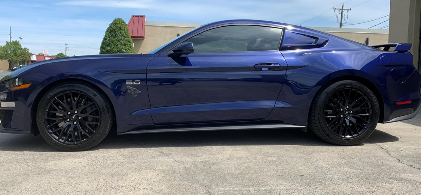 blue ford mustang from left side